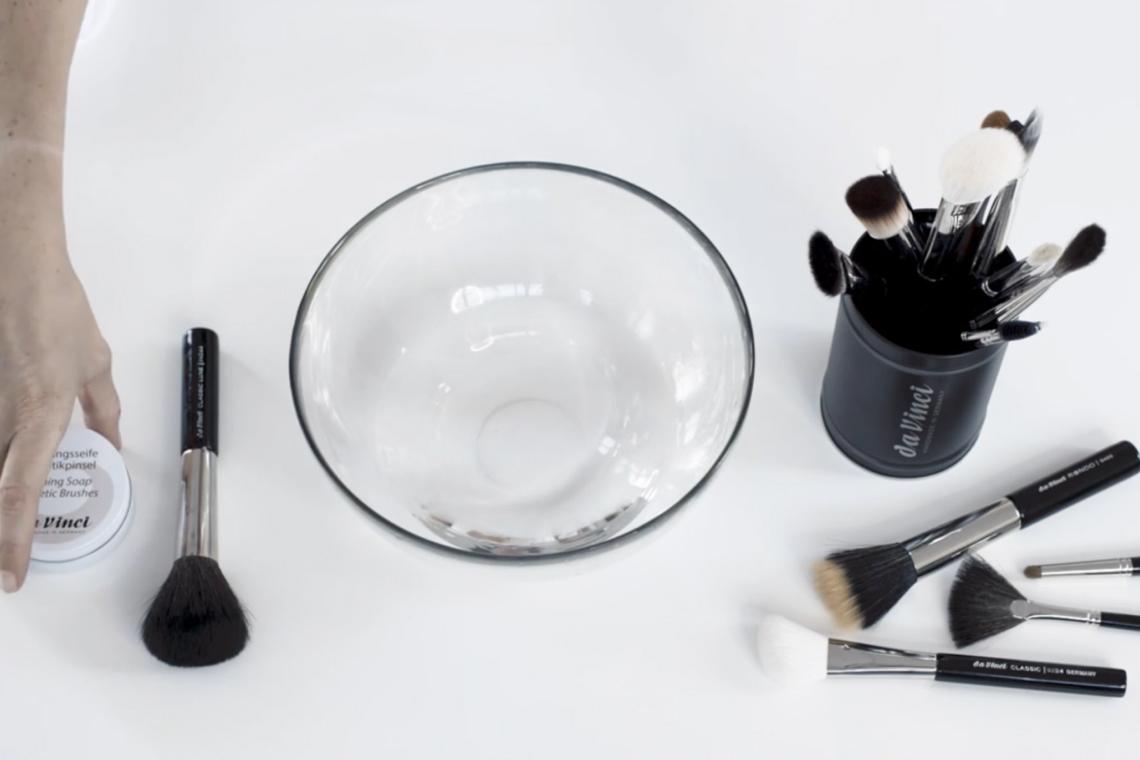 Профессиональные кисти для макияжа: моем и стерилизуем правильно!
